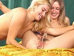 Piss: Blondes pissing