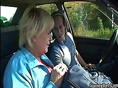 Old bitch gets nailed in the car ...
