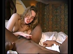 AMATEUR TEEN 28 blonde in threesome with black dicks
