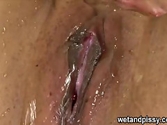 Piss: Latino leaking piss from her lips