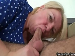 Plump mature in raw old-young sex